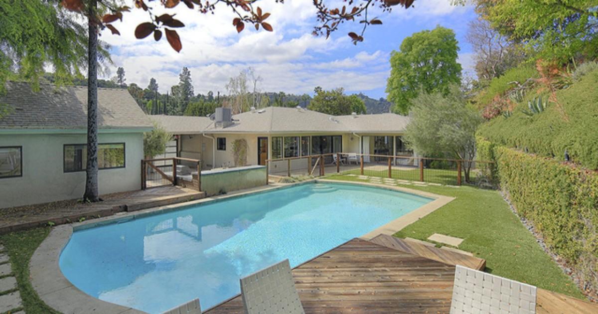 Elizabeth Banks sold the Studio City home for $ 2.255 million