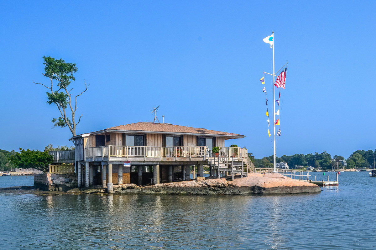 3 private islands of Connecticut for sale from $ 880K