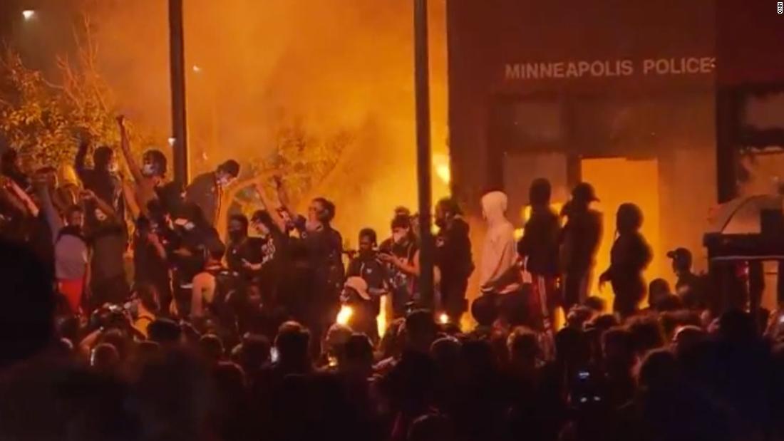 CNN's Sara Sidner: 'Zero' police presence as precinct burns