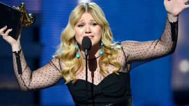 Photo of Hot Property: Kelly Clarkson sells the Encino house for $ 10 million