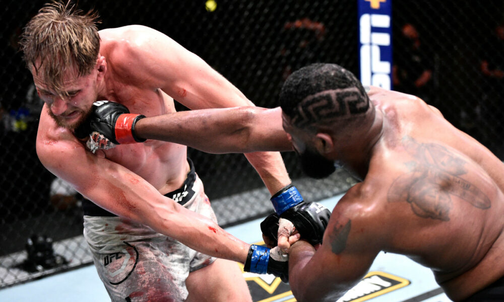 Curtis Blaydes defeated Alexander Volkov for the fourth consecutive UFC
