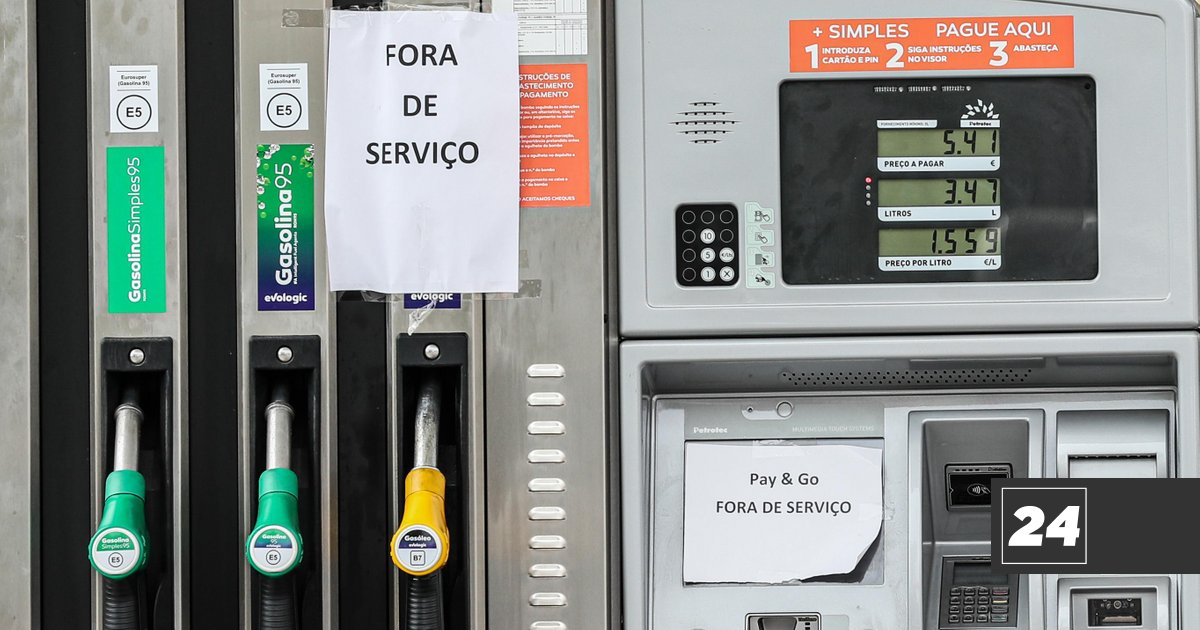 More than 300,000 people gathered to call for a strike against fuel prices